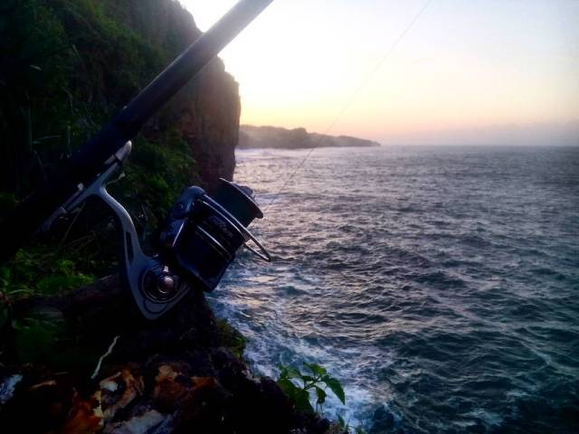 Pantai Nungguran ini terkenal di kalangan penyuka kegiatan memancing! via @adammsudrajad