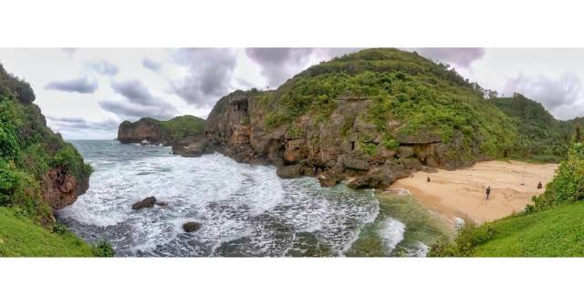 Pantai Ngluwen ini adalah salah satu pantai tersembunyi di Jogja. via @rokyulamin
