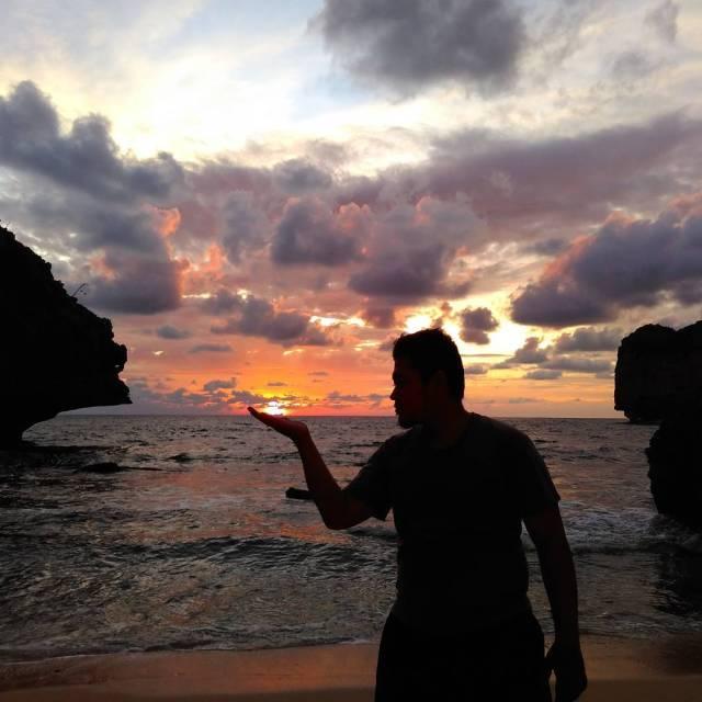 Senja yang indah dari Pantai Ngluwen di Gunungkidul Jogja! via @imron_subhan_hakiim