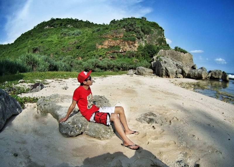 Siapa sudah pernah liburan ke Pantai Nglangkap atau Pantai Langkap ini!?  @rizal.bulugh