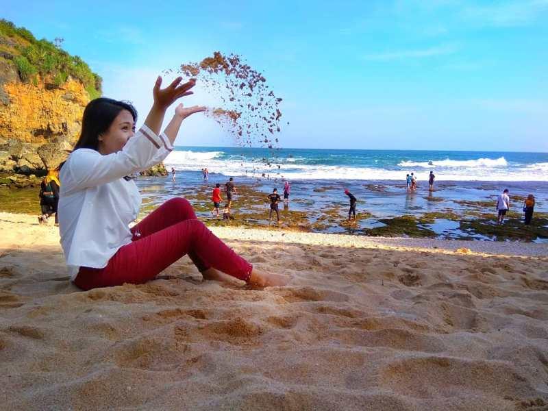 Jangan lewatkan untuk bermain pasir di pantai keren ini ya! via @triwahyuni_ithink