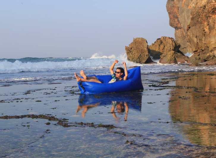 Buat yang mau bersantai di Pantai Kayu Arum juga bisa kok! via @alfaririgen