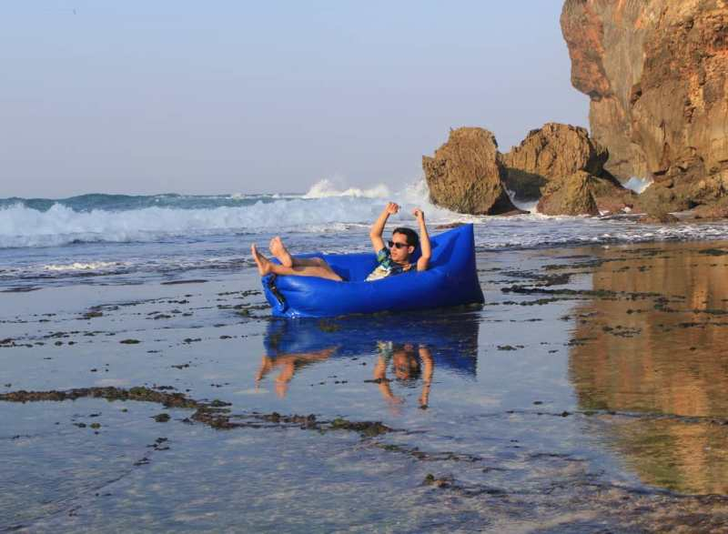 For those who want to relax on Kayu Arum Beach, can you do it too! via @alfaririgen