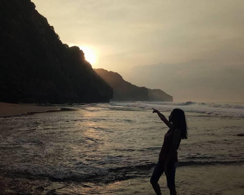 Senja di Pantai Seruni Jogja Nggak kalah seksi dengan pantai lainnya! via @sanubarirahmani