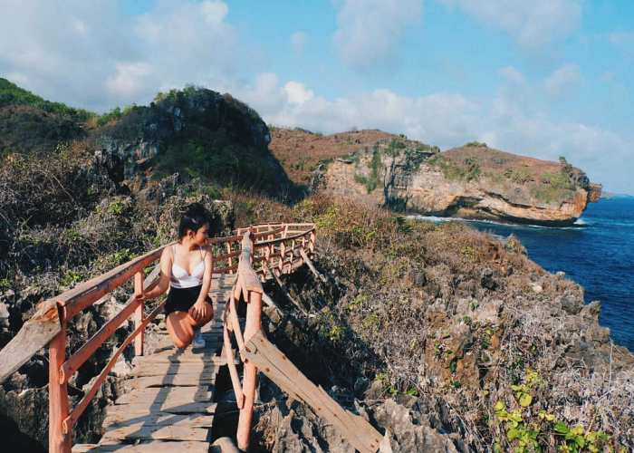 Spot Selfie Pantai Gesing Bernama Jembatan Cinta! via @siscaang