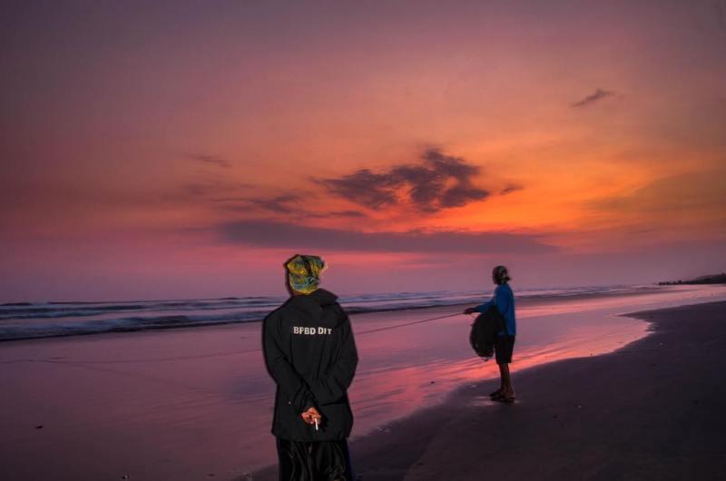 Wisata Alam Pantai Parangendog Yang Memukau!! via @kalihrgusti