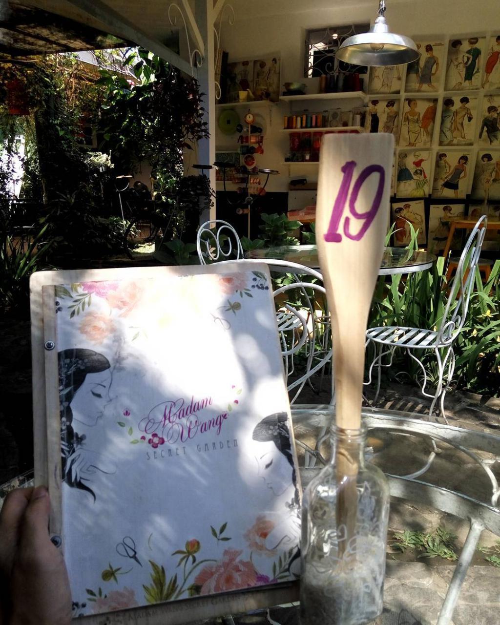 Madam Wang Secret Garden adalah salah satu kafe yang bertema kebun di Malang via @huang_xlong