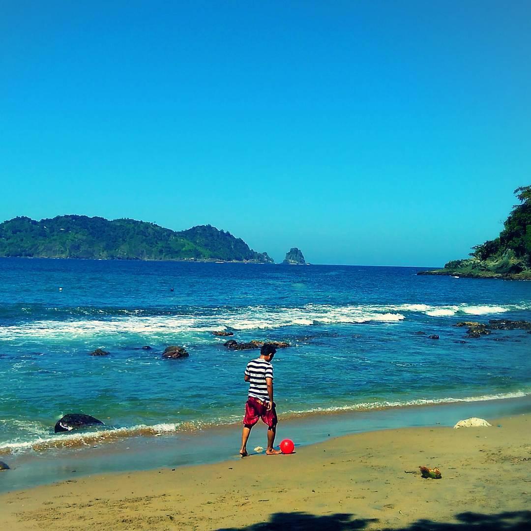 Pantai di Malang yang belum terjamah, Pantai Lenggoksono.