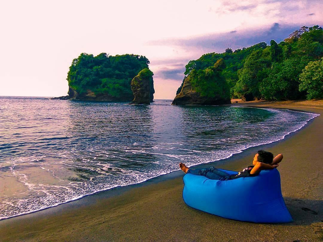 Pantai di Malang yang belum terjamah, Pantai Licin.
