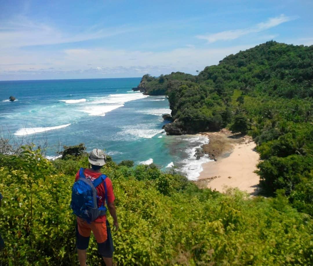 Pantai di Malang yang belum terjamah, Pantai Watu Pecah.