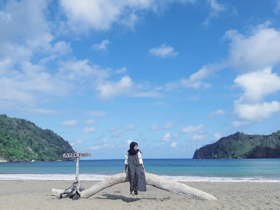 Pantai di Malang yang belum terjamah, Pantai Sipelot.