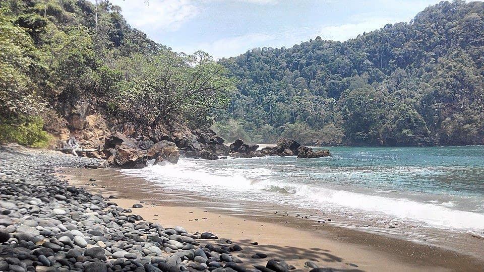 Pantai di Malang yang belum terjamah, Pantai Weden Cilik.