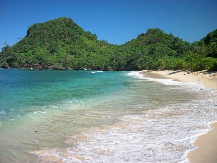 Pantai di Malang yang belum terjamah, Pantai Tomen.