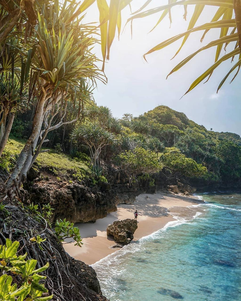 Pantai di Malang yang belum terjamah, Pantai Sumenggung / Pathukan Sumenggung.
