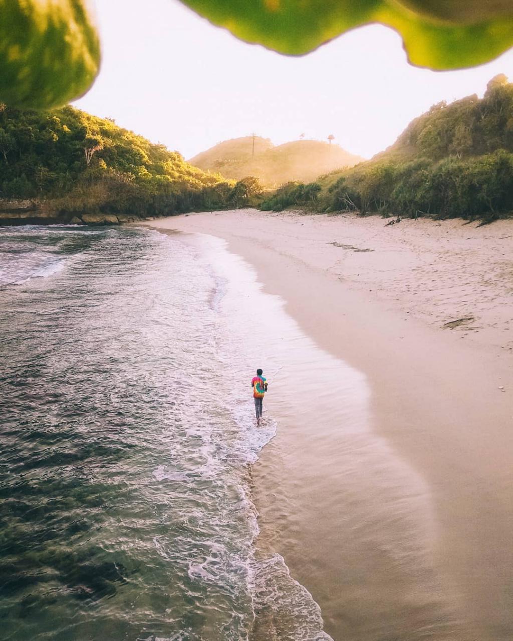 Pantai di Malang yang belum terjamah, Pantai Telok / Ngelengguk.