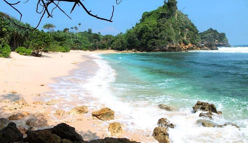 Pantai di Malang yang belum terjamah, Pantai Ngopet.