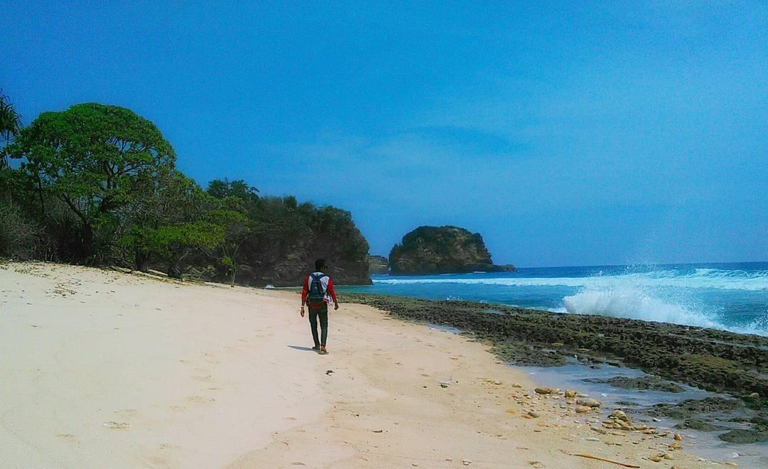 Pantai di Malang yang belum terjamah, Pantai Ngandol.