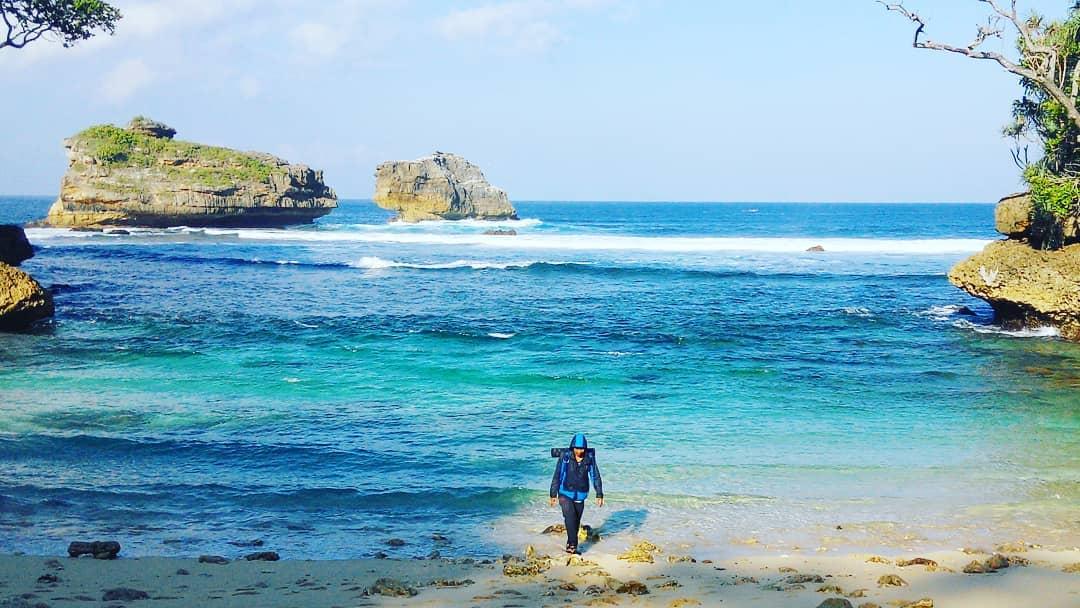 Pantai di Malang yang belum terjamah, Pantai Pesanggrahan.