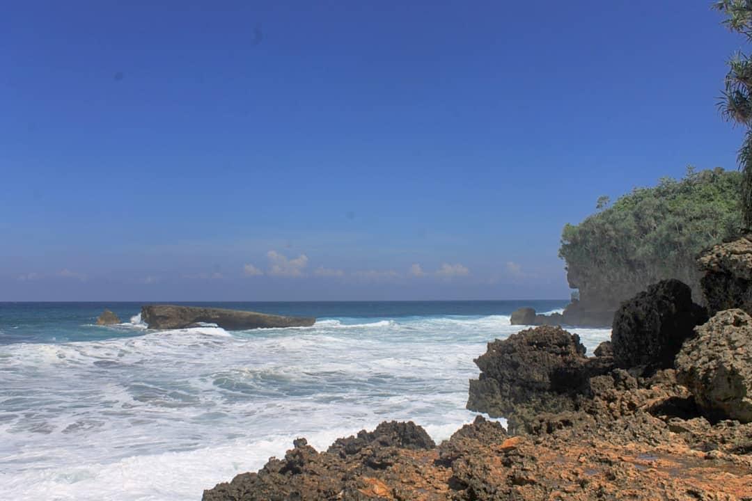 Pantai di Malang yang belum terjamah, Pantai Sondek.