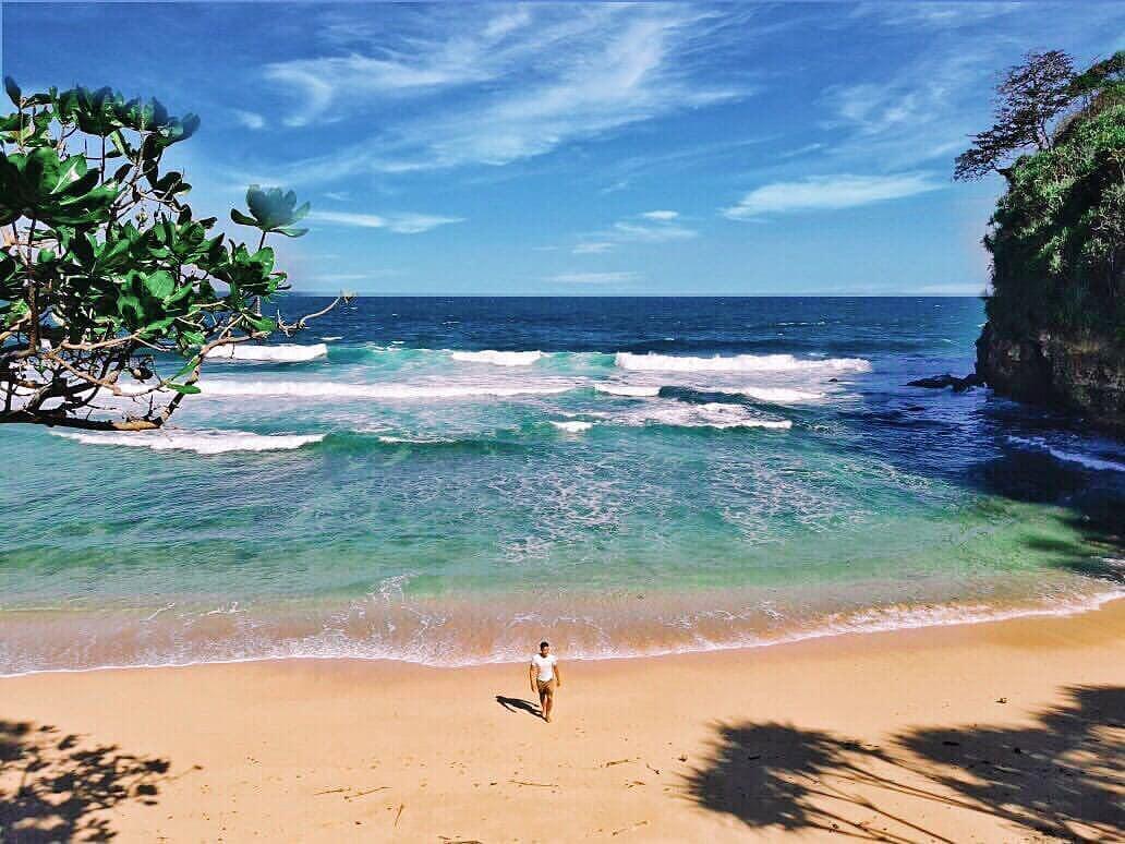 Pantai di Malang yang belum terjamah, Pantai Seling Ombo.