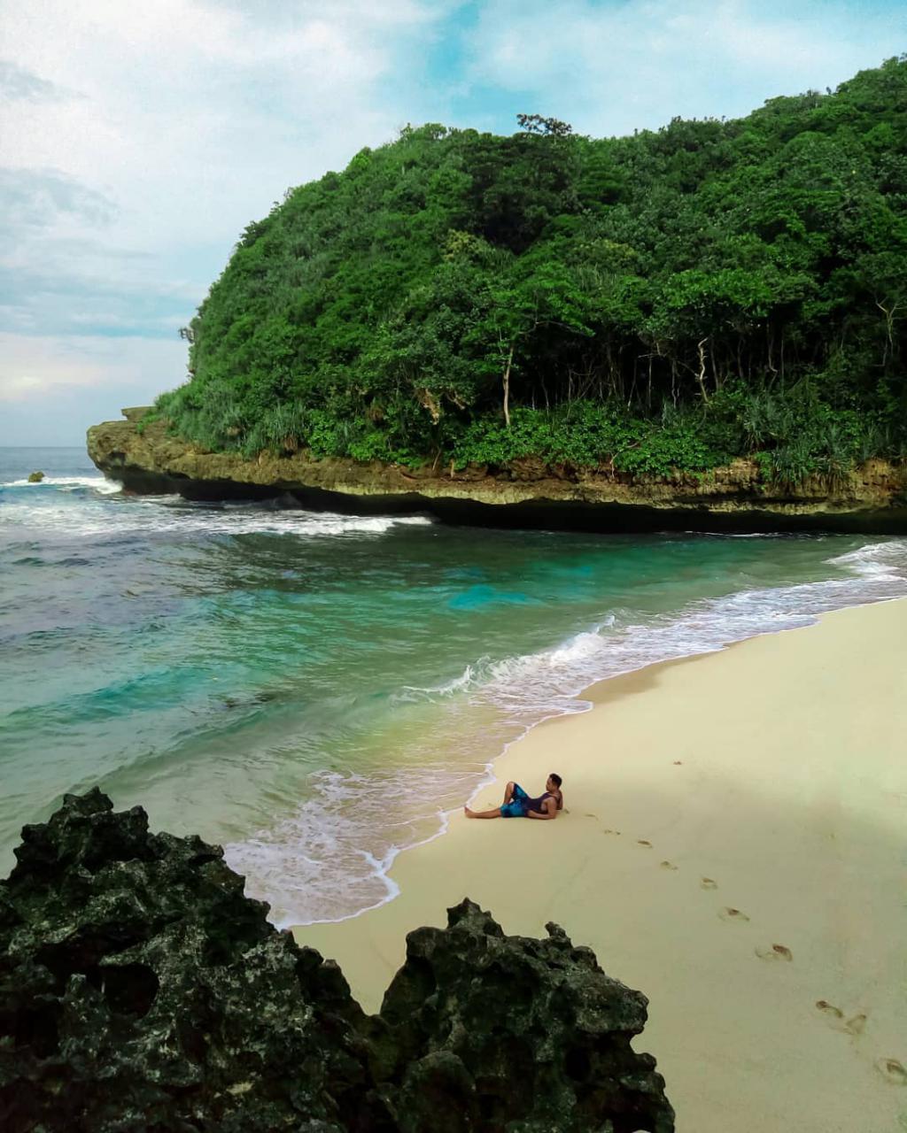 Pantai di Malang yang belum terjamah, Pantai Ngledakan.