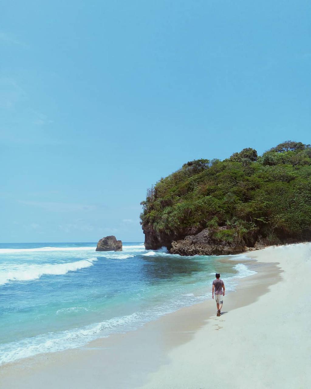Pantai di Malang yang belum terjamah, Pantai Njulek.