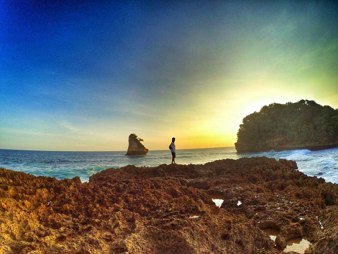 Pantai di Malang yang belum terjamah, Pantai Watu Lawang / Gunung Kombang.