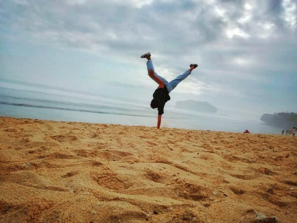 Siapapun Pasti Suka Ke Pantai Sundak