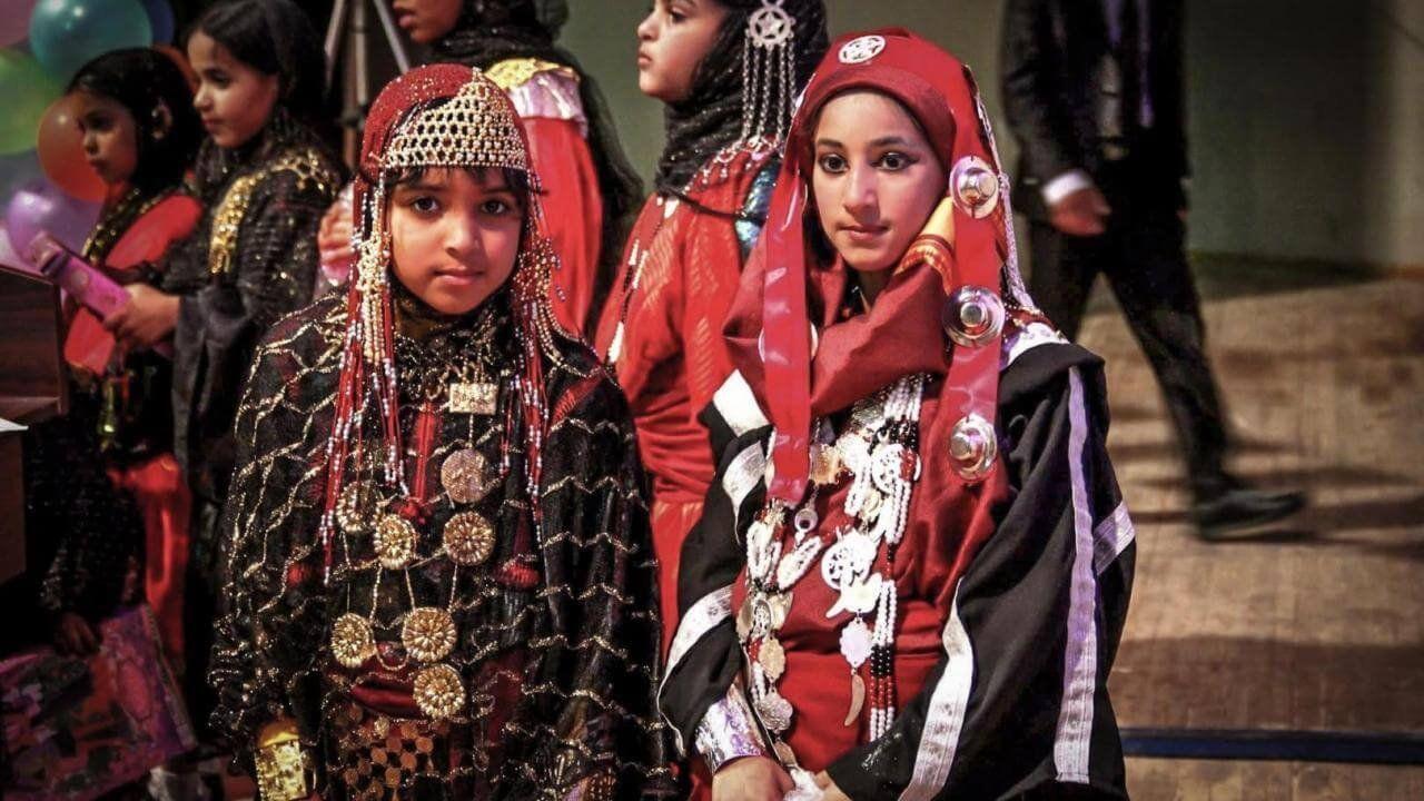 ثوب نساء جالو باللونين الاسود والاحمر