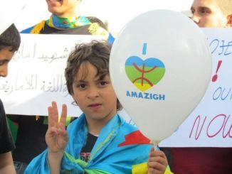 طفل امازيغي في مظاهرة