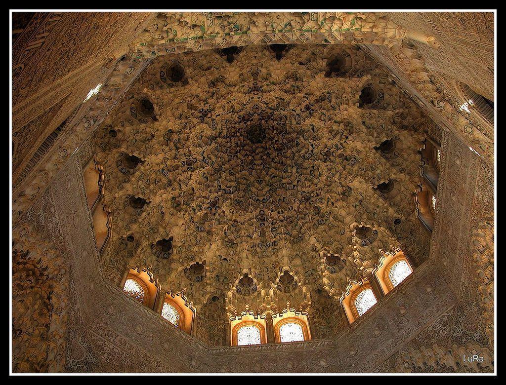 Granada: Alhambra particolare soffitto in HDR