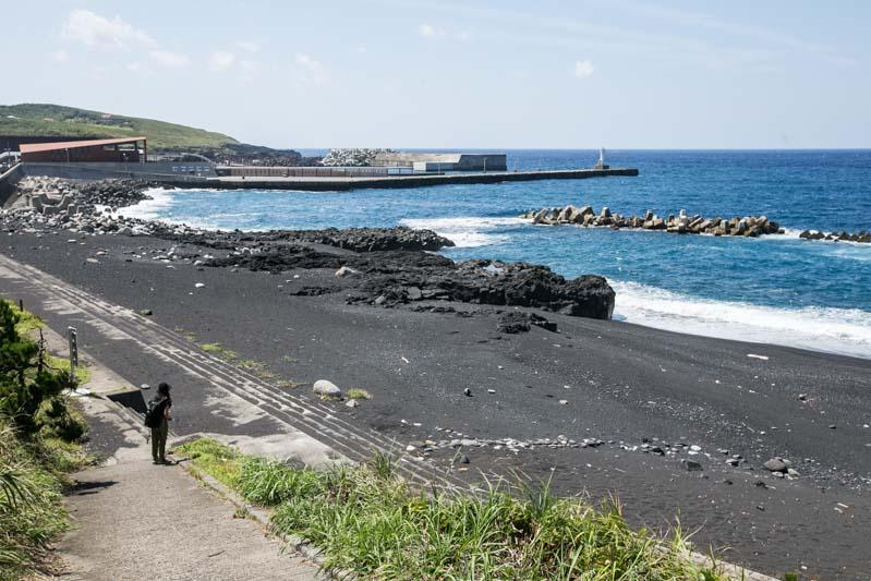 Черните вулканични пясъци на японския остров Мияке