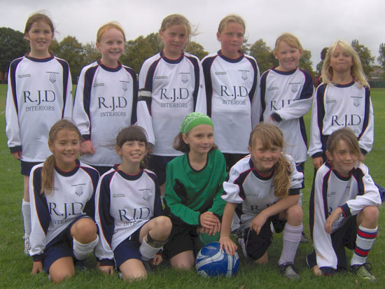 Lichfield Diamonds U10 team in their new kit, sponsored by RJD Interiors