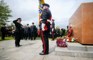 Staffordshire's Chief Fire Officer Peter Dartford laying a wreath at the memorial