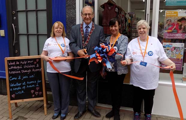 Cllr Peter Hitchman cutting the ribbon