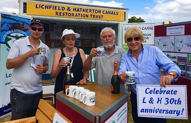 Michael Fabricant with volunteers from the Lichfield and Hatherton Canals Restoration Trust