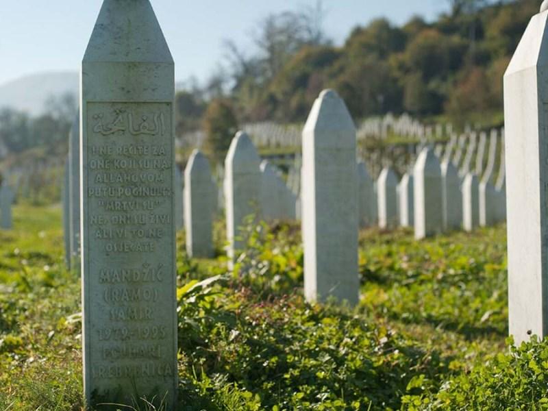 Graves in Srebrenica