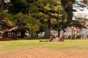 Spät-Hippies singen im Park