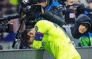 Xót xa trước hình ảnh Messi rơi lệ