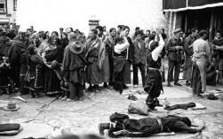 Annahme - Fred Eversmann - Vor dem Jokhang