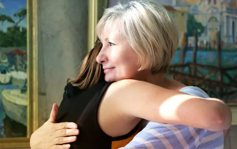 hugs-1613208_1280