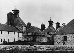 Fotografía de la antigua destilería de Port Ellen