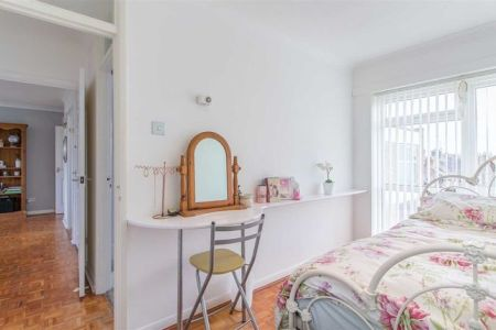 2 bed flat for sale in Barclay Court  Park View  Hoddesdon EN11   Zoopla     Bedroom 2 of Barclay Court  Park View  Hoddesdon EN11