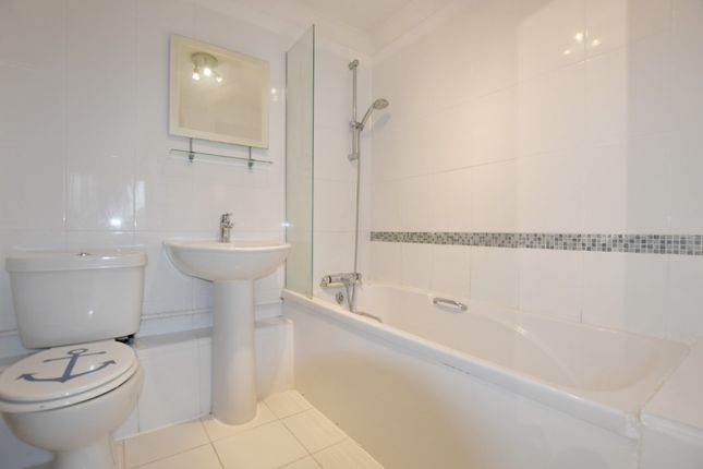 2 Bed Flat For In French