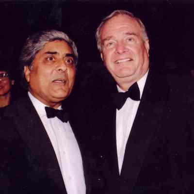 Bhupinder S. Liddar with former Prime Minister Paul Martin, December 2003