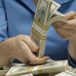 Las ventajas y riesgos de prestarle al banco