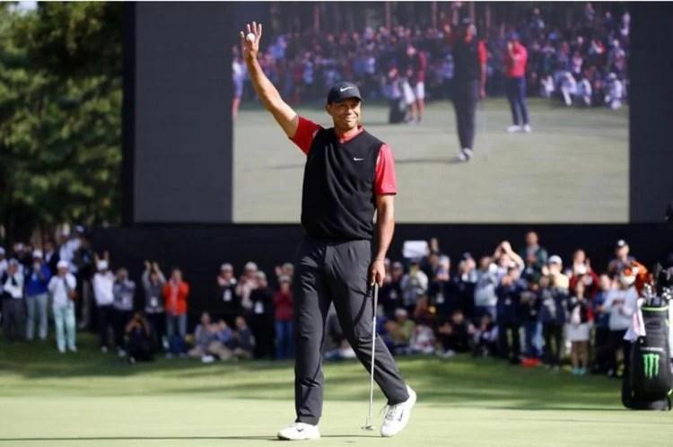 Tiger Woods acorda após cirurgia e se recupera de ferimentos graves na perna