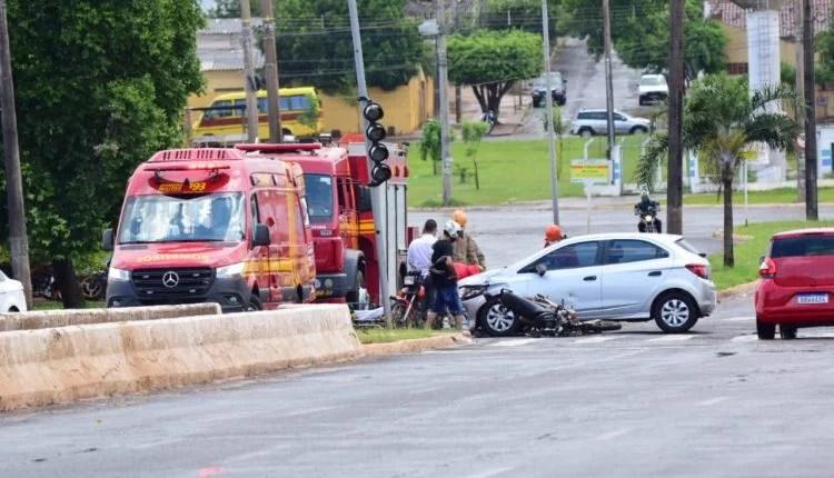 Motociclista é arremessado por cima de carro em Campo Grande