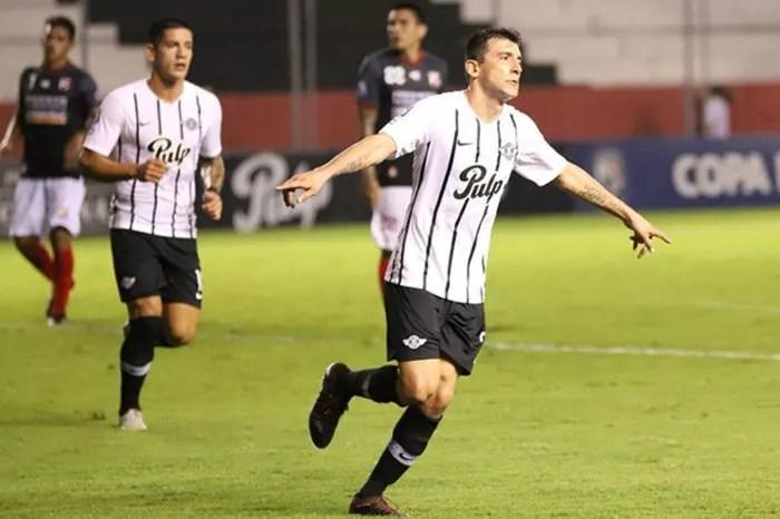 Libertad goleia Cerro e segue líder do Campeonato Paraguaio