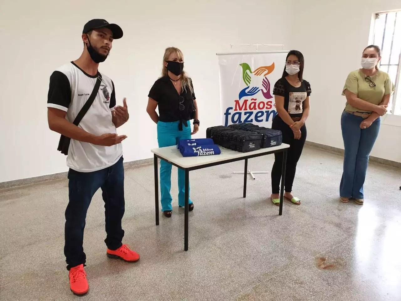 FAC realiza cursos de manicure e barbeiro no  Distrito de Nova Itamarati